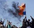 Европейцы жгут российские флаги